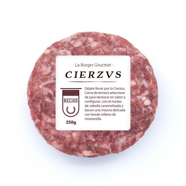 Carne de ternera rellena de bacon, cebolla carameliza y mozzarella