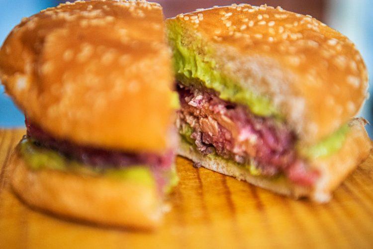 hamburguesa rellena de foie